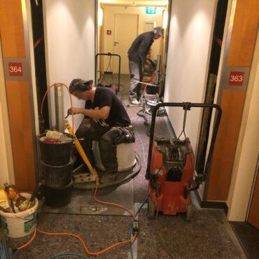 Arbeit-in-Hotelgang-e1591261539113